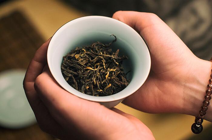 Красный чай со старых тайских деревьев фото